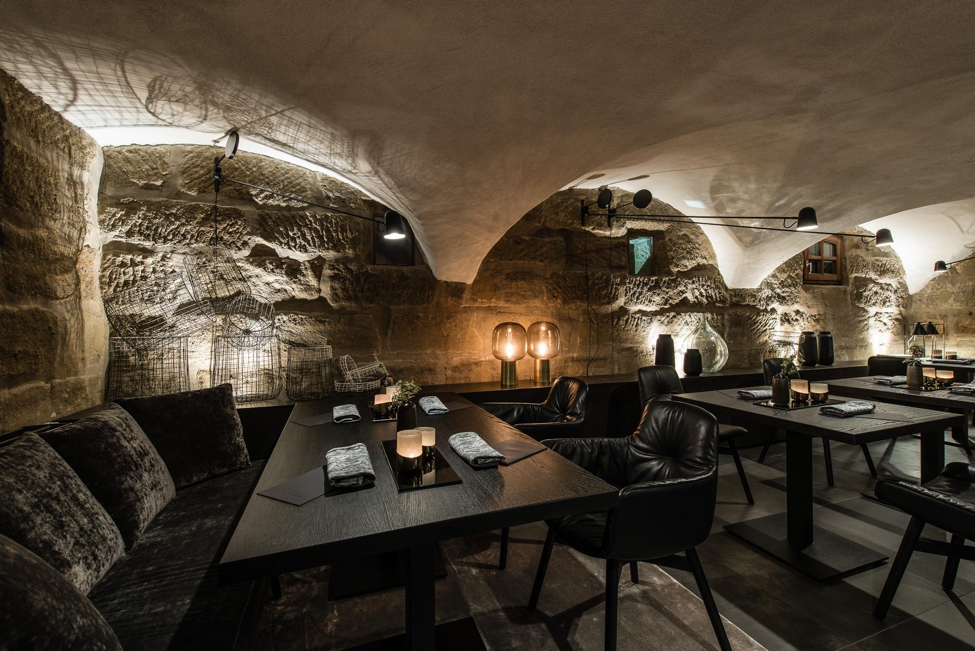 Sosein. Restaurant – Gewölbe Blick auf Dekobank